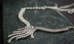 cum oferi cadou o bijuterie din argint
